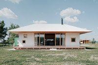 Slovensko, dům u jezera