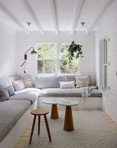 For home, narrow rooms, narrow living room, small tv rooms, small spa Small Living, Living Spaces, Living Rooms, Cozy Living, Modern Living, Tv Rooms, Les Hamptons, Built In Sofa, Built Ins