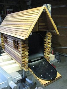 Want to experience the goodness of living in a country-style house and away from the city, and if you love hands-on, log cabin kits is the solution. Wooden Mailbox, Vintage Mailbox, Diy Mailbox, Mailbox Post, Mailbox Ideas, Mailbox Stand, Cabin Homes, Log Homes, Wood Projects