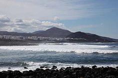Blick über die bei Surfern beliebte Bucht zum Ort La Santaauf Uga - Lanzarote