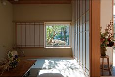 庭屋一如の通り土間の家「金衛町の家」   オーガニックスタジオ新潟 Tatami Room, Japanese Paper, House Design, Windows, Studio, Architecture, Cuthbert, Inspiration, Japanese Style