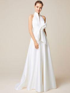La collezione 2019 degli abiti da sposa è rivolta ad una donna sofisticata 852c3dde6d0