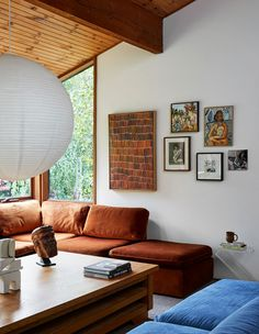 Inside the North Warrandyte, mid-century home of property stylist Anna Byrnes and family. Home And Living, Home And Family, Boho Home, Living Spaces, Living Room, The Design Files, Furniture Design, Plywood Furniture, Chair Design