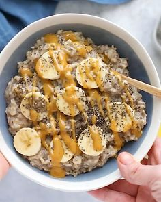 The ultimate healthy breakfast recipe, this peanut butter banana oatmeal is crea. - The ultimate healthy breakfast recipe, this peanut butter banana oatmeal is crea. The ultimate healthy breakfast recipe, this peanut butter banana o. Healthy Meal Prep, Healthy Drinks, Healthy Snacks, Healthy Eating, Being Healthy, Yummy Healthy Food, Dinner Healthy, Tasty, Comidas Fitness