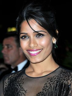 Freida Pinto in Cannes pink lipstick!!