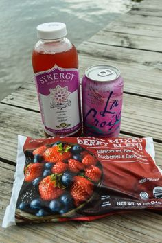 Sparkling Berry Kombucha Spritzer {Whole 30, Paleo, Non-Alcoholic}| cleaneatingveggiegirl.com
