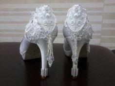 Sapatos customizados pela Ornamental Acessórios Noivas