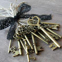 I have the keys www.deviskeys.com Skeleton key favors 13 skeleton key wedding favors by Artesenias, $16.00
