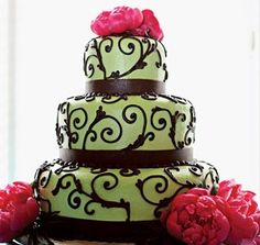 "this was the cake i wanted for our wedding. so pretty! would be perfect with a 6"" 10"" and 14"" or adorable in a smaller version."