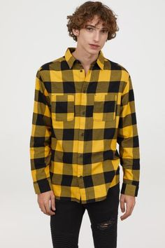 10 Ways To Rock Men's Style This Year Having a sense of fashion is important to every man out there. These top 10 will give some fashion insight for your 2019 style. Checkered Shirt Outfit, Yellow Flannel Shirt, Mens Flannel Shirt, Plaid Shirts, Flannels, Men Shirt, Black Outfit Men, Flannel Outfits, Dapper Men