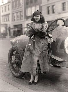 Women Auto Racers. Miss Elinor Blevins, 1915 How cool is this?