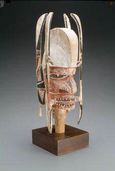 """""""Human head on post for Malaggan funerary rituals,"""" 1880-1920; Indianapolis Museum of Art, Gift of Bonnie and David Ross in honor of Ted Celenko, 2002.203"""
