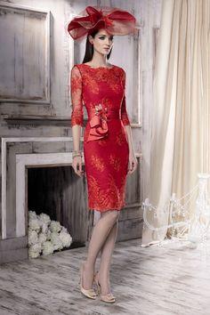 Vestido de madrina cortocolor rojo en chantillymodeloMG2731. Colección2016 de Manu Garcia By Higar Fiesta | Boutique Clara