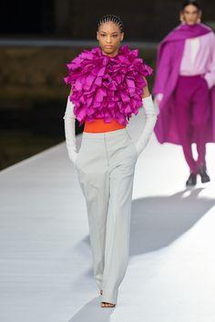 Valentino Fall Winter 2021-22 Haute Couture fashion show 'Valentino Des Ateliers' in Venezia, Italy (July 15, 2021). Star Fashion, New Fashion, Fashion News, Fashion Beauty, Fashion Looks, Fashion Trends, Womens Fashion, Fashion Show Collection, Couture Collection