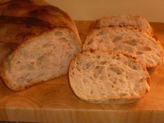 il pane di ilenia, è un pane a lievitazione naturale, fatto con biga di 12-15 ore, con crosta croccante e mollica ben alveolata