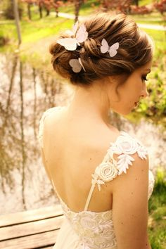 Weave in these magical and breathtaking butterfly wedding ideas on your wedding gown, reception decor, and even the cake! The butterfly teaches the magic of believing. A butterfly wedding is one of the most magical and romantic wedding themes ever. Bridal Hair Pins, Wedding Hair And Makeup, Wedding Themes, Wedding Styles, Wedding Favors, Wedding Ideas, Butterfly Wedding Theme, Butterfly Hair, Silk Organza
