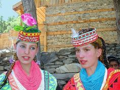 Rumored at times to be the descendants of Alexander The Great's army, the Kalash People of Northern Pakistan still retain their ancient Aryan traits. People With Blue Eyes, White People, Kalash People, Hindu Kush, Gilgit Baltistan, Fair Skin, People Around The World, Traditional Dresses, Pakistani