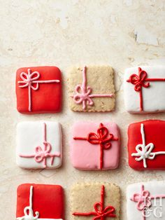 christmas cookies decorated Wrap up this holiday favorite with some easy frosting. Make your own easy shortbread cookies at home, or buy store-bought shortbread squares for even easier decorating! Christmas Cookie Exchange, Christmas Sugar Cookies, Christmas Sweets, Christmas Cooking, Noel Christmas, Holiday Cookies, Simple Christmas, Holiday Treats, Holiday Recipes
