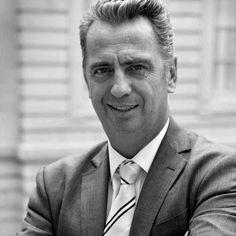 Nicolas Moreau, Président directeur général d'Axa France, nous donne ses recettes pour instaurer plus d'égalité professionnelle au travail http://www.elle.fr/Societe/Le-travail/Forum-ELLE-Active/Paris-27-et-28-mars/Nicolas-Moreau-Chez-AXA-nous-avons-mis-en-place-un-ecosysteme-qui-favorise-la-parite-2935952