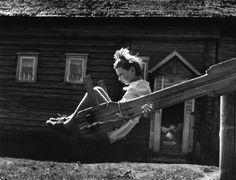 «Качели», 1977 год. © Михаил Голосовский