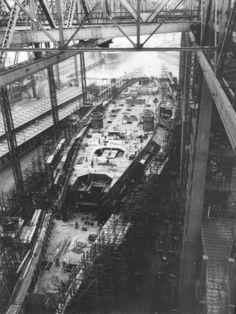 La quille du Bismarck est mise sur cale le 1er juillet 1936 aux chantiers navals Blohm & Voss à Hambourg où il était connu sous le matricule BV509 sur la cale n°9. La majeure partie de la coque métallique était achevée dès septembre 1938.
