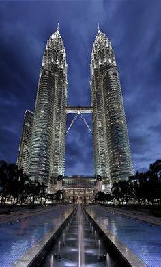 8° e 9° – Petronas Towers (Twin Towers) – 452 m
