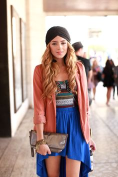 cute top>> oooo love this outfit!! the colors are my fave and her headwear is so chic and cool!!
