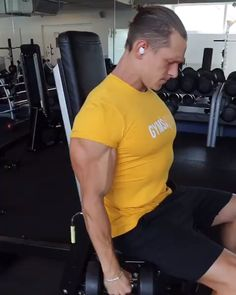 A workout for your strength training, try these Seated Single Arm… Time to train! A workout for your strength training, try these Seated Single Arm Lateral Raises.