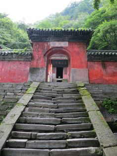 Qaotian Temple, halfway up the Mount Wudang (武当山)