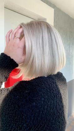 Ash Blonde Hair With Highlights, Medium Ash Blonde Hair, Beige Blonde Hair, Platinum Blonde Hair, Short Blonde Bobs, Grey Bob Hairstyles, Cute Bob Haircuts, White Blonde Bob, Long Hair Older Women