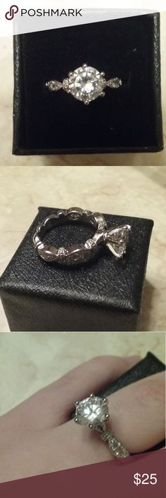Qtz diamond ring Nice ring??! Too big for me! ?? Jewelry Rings
