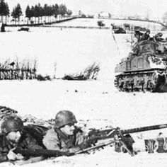 Battle of the Bulge: 2 American soldiers in a foxhole with a Browning M1919, while an allied tank is behind them.