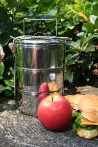 Think stainless steel Tiffins for waste free picnic lunches! Bring home your food waste to compost! Tiffin Lunch Box, Steel Supply, Japanese Bento Box, Weck Jars, Reusable Lunch Bags, Green Living Tips, Picnic Lunches, School Lunch Box