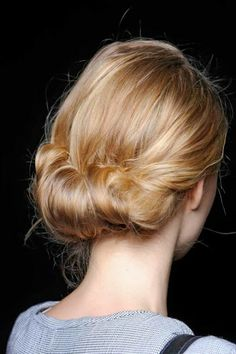 I do not have nearly enough hair to do anything like this, but it's really pretty, isn't it?