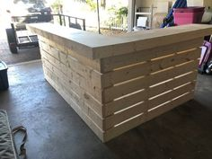 Hello Elyse L Shape - Pallet style 2 level reception desk, sales counter or bar Bar Patio, Outdoor Patio Bar, Outdoor Pallet Bar, Outdoor Buffet, Pallet Lounge, Pool Bar, Florida Keys, Bar Interior, Diy Home Bar