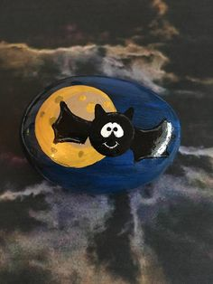 Smiling Spooky Halloween Bat Hand Painted Rock with Full Moon on a clear stand – Matt Hastings - Space Pebble Painting, Pebble Art, Stone Painting, Diy Painting, Rock Painting Ideas Easy, Rock Painting Designs, Halloween Rocks, Spooky Halloween, Halloween Ideas