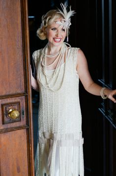 1920s style flapper wedding dress and hair