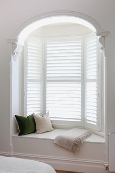 This original Victorian bay window was just asking for a built-in window seat. A lift up hatch reveals storage space within. So not only does it have two uses as a seat and storage but it looks beautiful too. Bay Window Bedroom, Bay Window Decor, Bay Window Living Room, Bedroom Windows, Home Living Room, Bay Windows, Window Seat Storage, Window Seats, Bay Window Seating