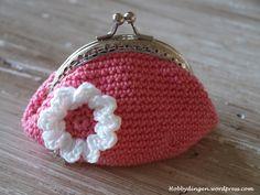 Diy Crochet Coin Purse, Crochet Purses, Cute Crochet, Crochet Crafts, Knit Crochet, Crochet Decoration, Beaded Purses, Little Bag, Knitted Bags