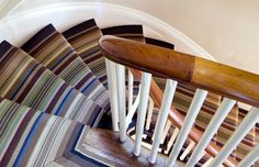 Kleurrijke trap stofferen