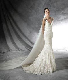 Prola, abito da sposa originale con scollatura a punta