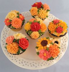 Beautiful Wedding Fall Cake Decorations For Your Wedding Party Ideas - Icing on the Cake - Gateau Cupcakes Design, Cake Designs, Flower Cupcakes, Wedding Cupcakes, Pretty Cakes, Beautiful Cakes, Mini Cakes, Cupcake Cakes, Frosting Flowers
