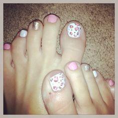 Girly toenails! <3 by:Saundra