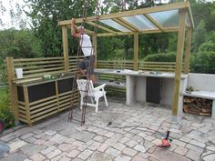 Even though historical within thought, the particular pergola has become enduring somewhat of a present Getaway Cabins, Summer Kitchen, Wooden Tops, Pergola Designs, Simple Colors, Edible Garden, Summer Time, Eco Friendly, Backyard