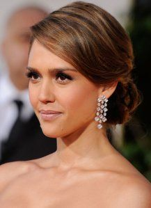 Sleek Updo Hairstyle is one of the most trending updo hairstyles. The perfect sleek updo to compliment your wedding look. Here you will also get step by step video tutorial on how to make Sleek Updo Hairstyle in Oval Face Hairstyles, Celebrity Hairstyles, Bride Hairstyles, Pretty Hairstyles, Side Bun Hairstyles, Brunette Hairstyles, Hairstyles 2018, Latest Hairstyles, Cabelo Jessica Alba