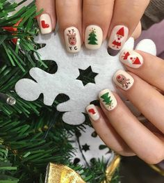 15 + Christmas beautiful nail polish models - DİY Creative C Xmas Nail Art, Christmas Gel Nails, Christmas Nail Art Designs, Holiday Nails, Nail Art For Christmas, Snowman Nail Art, Cute Nails, Pretty Nails, Nail Art Courses