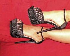the heels.just prefect! Dream Shoes, Crazy Shoes, New Shoes, Hot Heels, Sexy Heels, Black Heels, Black Talon, Cute Shoes, Me Too Shoes