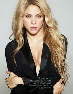 """Nueva Foto: Para promocionar su nueva fragancia """"Rock!"""", Shakira concedió una entrevista a la revista española """"Yo Dona"""" la cual ya está circulando e incluye nuevas imágenes de nuestra bella artista, está una de ellas. Les gusta? A nosotros nos encanta!"""