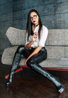 Leather Trousers, Leather Leggings, Women's Leggings, Leather Boots, Shiny Leggings, Latex Girls, Women's Fashion Dresses, Lady, Beachwear