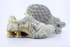 Nike Gold Sneakers Air Jordan Retro, Nike Shox Nz, Zapatos Air Jordan, Air Jordan Shoes, Nike Shox For Women, Nike Women, Gold Sneakers, Air Max Sneakers, Wholesale Nike Shoes